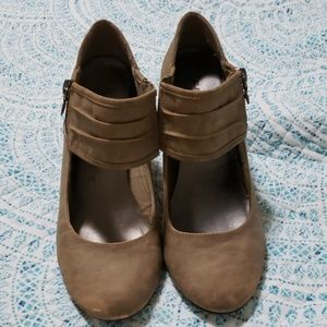Darling suede look wedges. Size 10